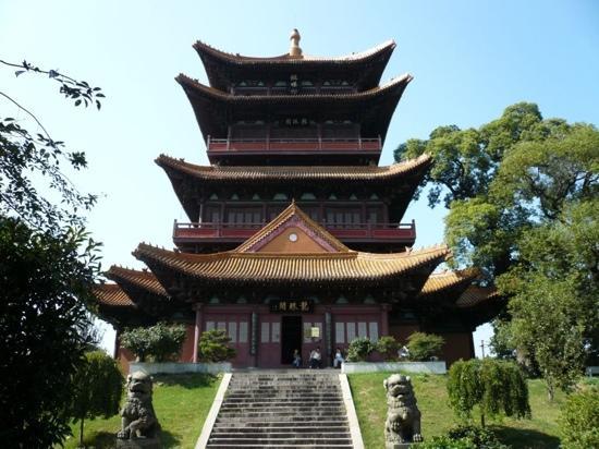 Jingdezhen, China: 龙珠阁