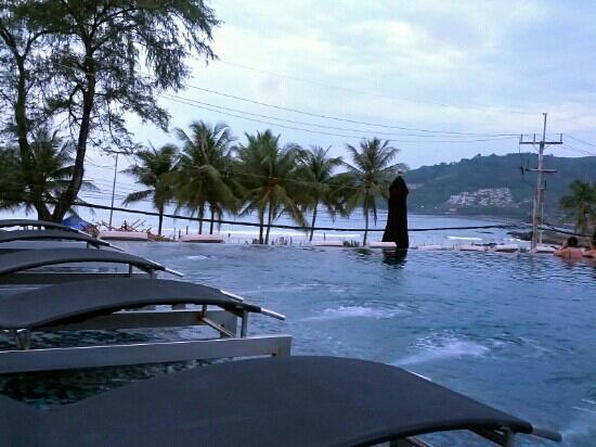 B-Lay Tong Phuket: 游泳池