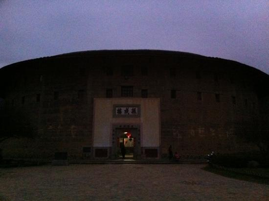 Zhenchenglou Earth Building Hostel: 振成楼