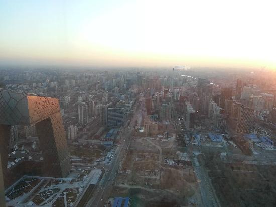 Shangri-La China World Summit Wing Beijing: 在客房俯瞰CBD