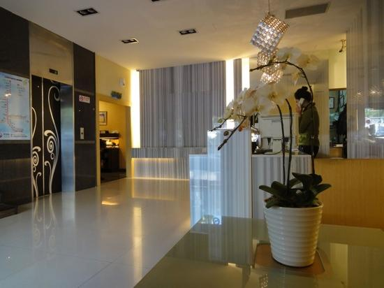 M Hotel : 都会商旅