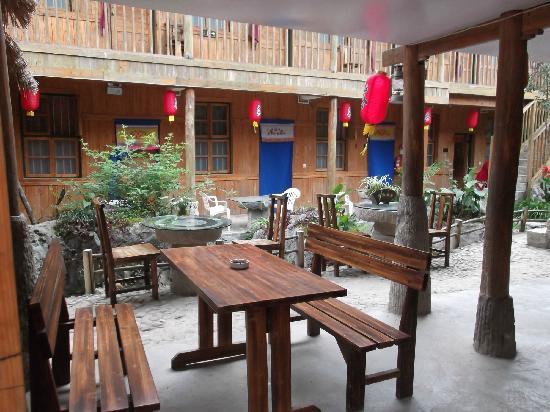 Napo County, China: 客栈院落