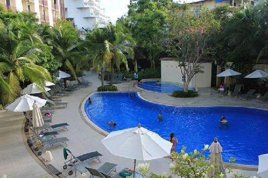 ไอบิส ภูเก็ต ป่าตอง: 酒店的泳池