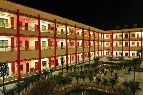 Ruyuan Hot Spring Grand Hotel: 酒店夜景