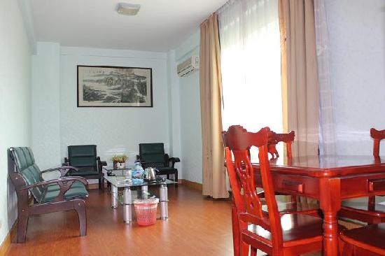 Shanshui Hotel: 套间客厅