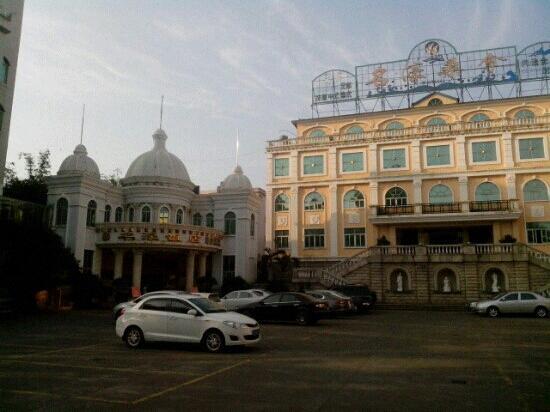 Minghao Hotel: 气派!