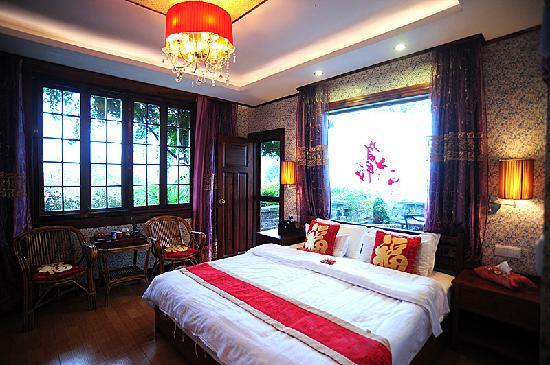 No.1 Yard Hotel Yangshuo: 躺在床上观景的套房