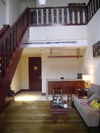 Hotels & Preference Haily Binya Resort & SPA: 楼下-客厅和吧台