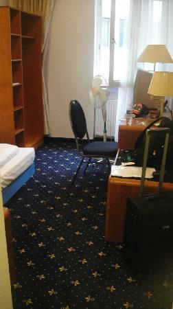 Hotel Excelsior: 房间