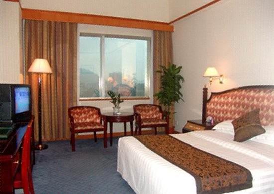 Sea Lake Hotel: 大床