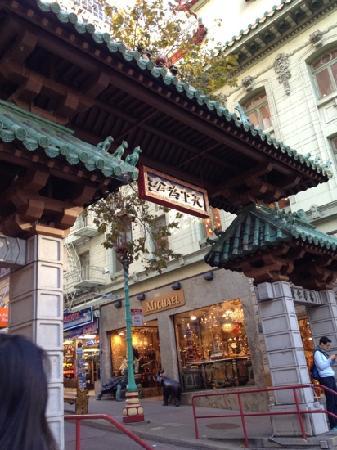 Chinatown: 唐人街入口