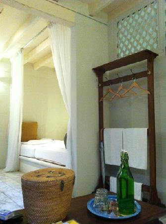 Muntri Mews: Room