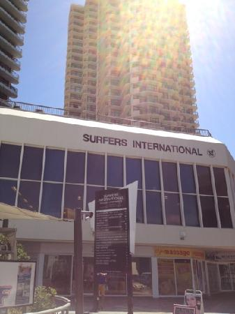 Surfers International: surfers