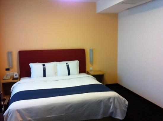 Holiday Inn Express Shanghai Wujiaochang: 套房房间