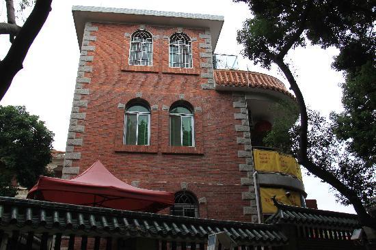 Remy's Garden Hotel : 建筑