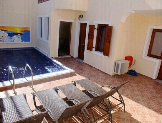 Antonia Hotel Santorini: 房前的泳池
