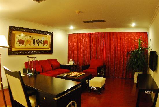 Yuyuan Building Hotel : 豪华套房客厅