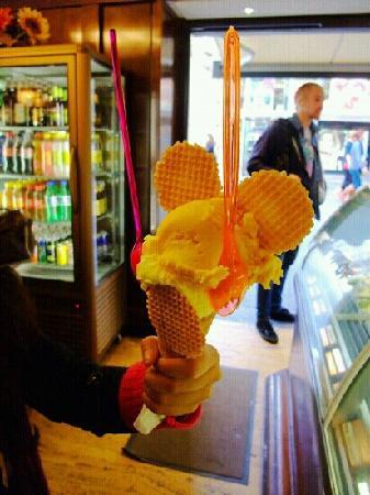 Coronas Cafe: 米奇冰淇淋