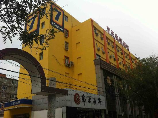7 Days Inn Beijing Olympic Village: 楼梯外观照片