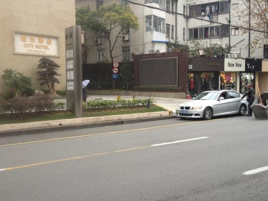 City Hotel Shanghai: 陕西路上的城市酒店