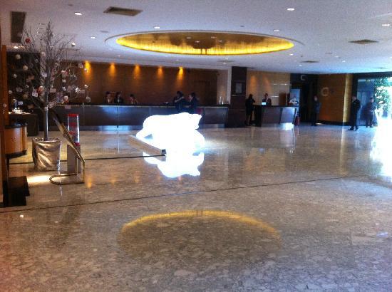 Renaissance Shanghai Yangtze Hotel: 酒店大堂