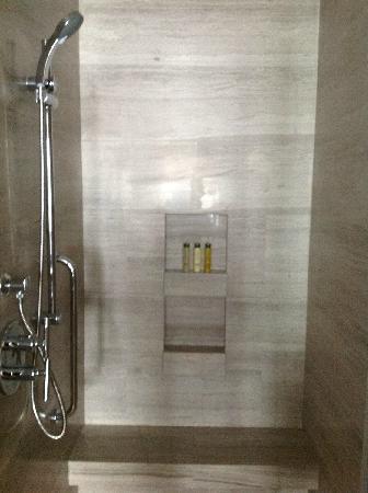DoubleTree by Hilton Shenyang: 淋浴