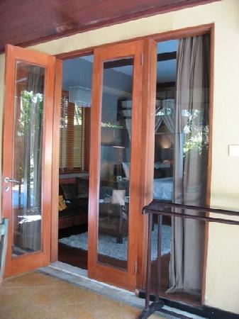 Villa de daun: 粗来就是厨房餐厅院子泳池