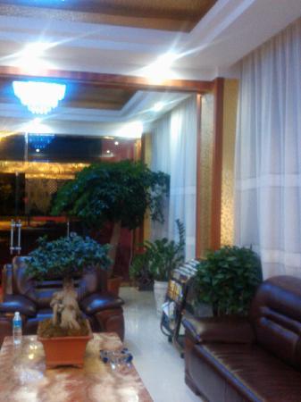 Yangchun Baixue Holiday Inn: jiudian datang