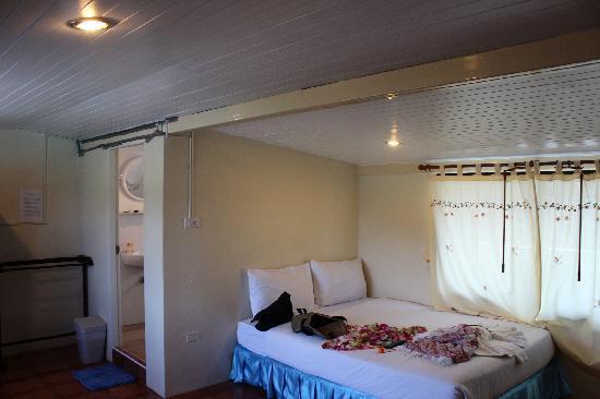 JJ Residence: room