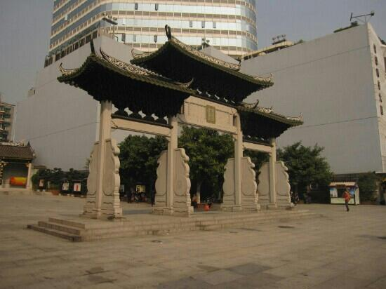 Guangzhou City God Temple: 牌坊