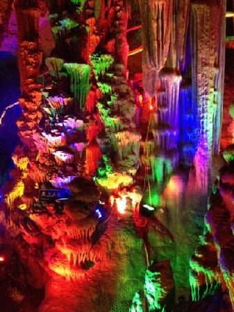 Yishui Underground Painting Gallery: 地下画廊