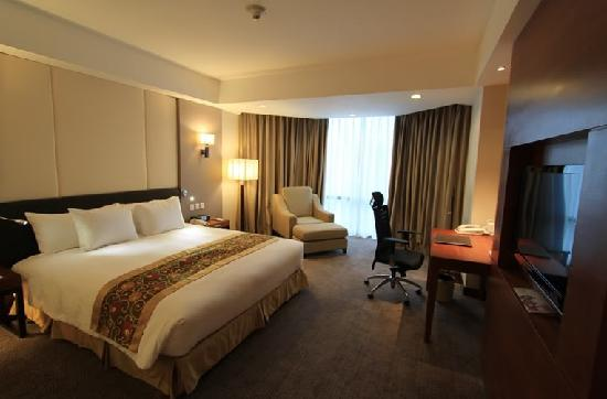 Crowne Plaza West Hanoi: 房内