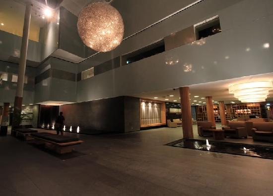 Shangri-La Hotel, The Marina, Cairns: 大堂
