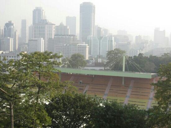 Yuexiu Mountain Stadium : 远眺体育场