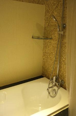 Miracle Suite: 盆浴淋浴都有,但水温不易控制