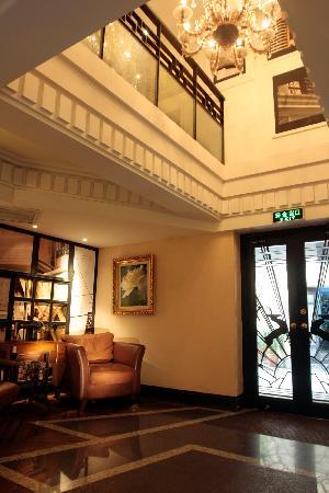 Gallery Suites: lobby