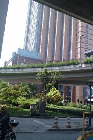 HaiWaiHai Crown Hotel: 酒店大厦外景
