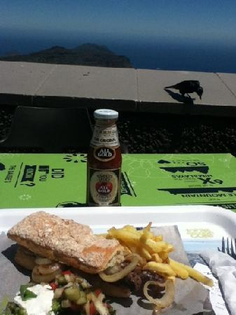 Table Mountain Cableway WiFi Lounge: 鸵鸟肉三明治