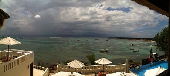 Coconuts Beach Resort: 酒店全景