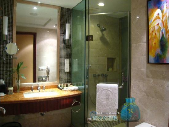 Hongzhu Shan Hotel : 浴室不算大,但还看得过去