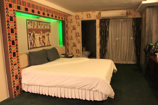 Luxor Hotel: room