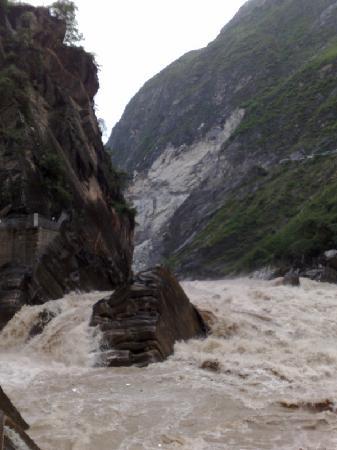 Shanghutiao Canyon: 上虎跳峡