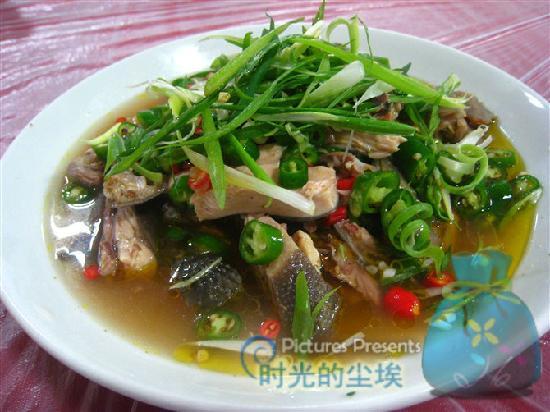 Danleng County, الصين: 丹棱县的椒麻鸡,味道不错,但是肥肠豆汤味道更胜一筹