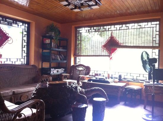 Longtan Yingyue Resort: 山庄一楼大厅