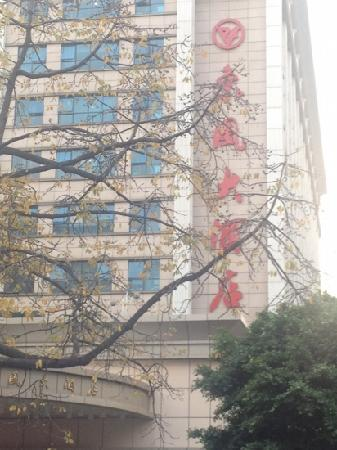 Dongfeng Hotel(Dongfeng East Road): 大门