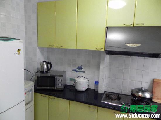 DingJu Family Apartment (Binjiang Garden) : 实用厨房