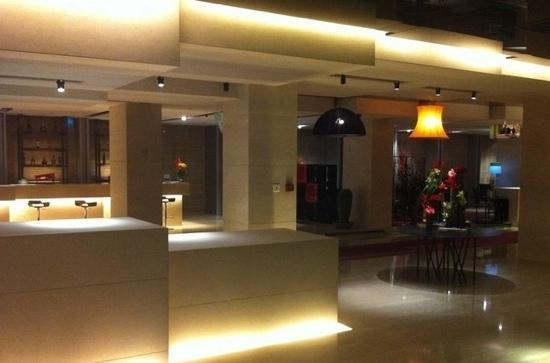 Gallery Hotel: 大堂