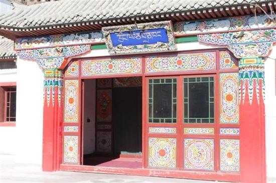 Silk Road Tsongkha Hotel:                   入口
