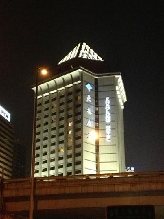 Zhaolong Hotel:                   夜景