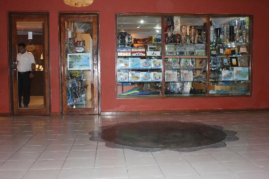 Adaaran Select Hudhuranfushi:                   商店